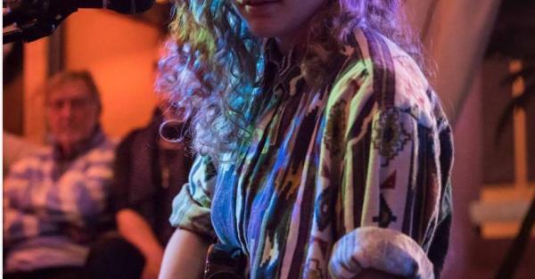 Link to Friday Night Live: Jess Tollestrup